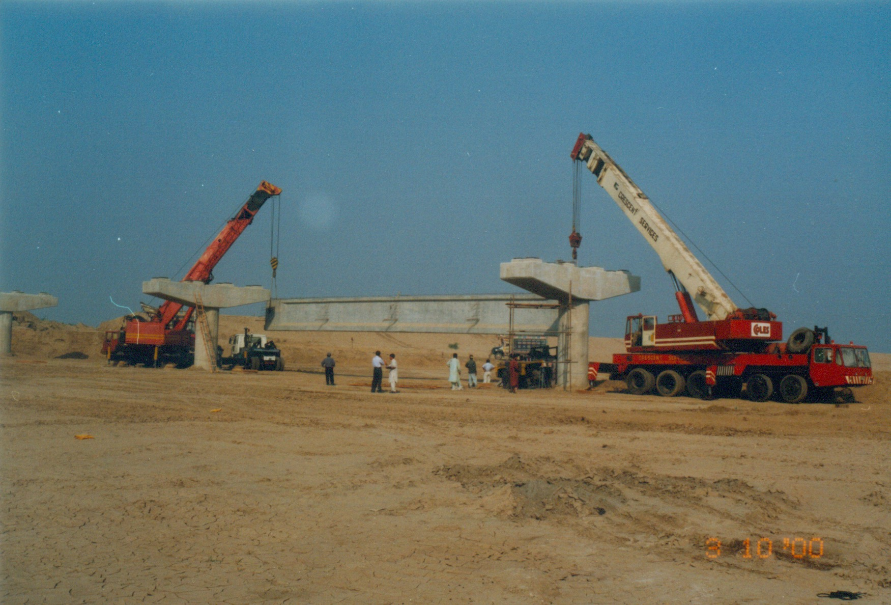Placement of pre-fabricated girders at Bridge near Chashma Barrage